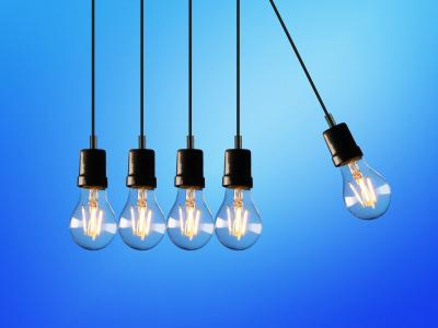 Five lightbulbs in a chain reaction